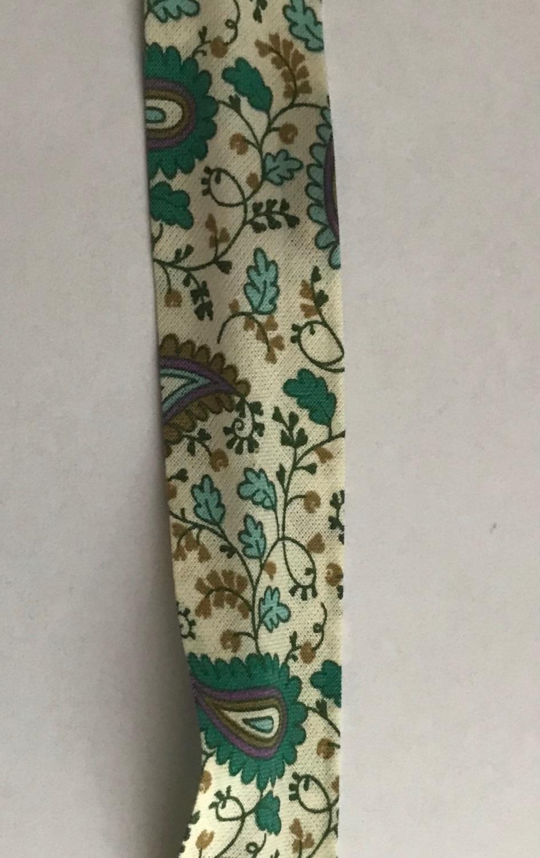 25mm Wide Bias Binding - Paisley Pattern Green on Cream