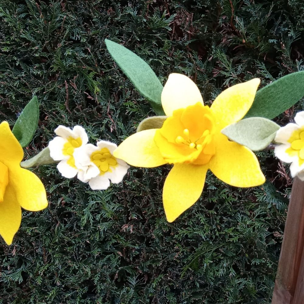 Daffodil Garland