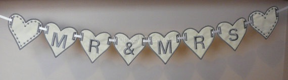 "4"" ""Mr & Mrs"" Heart Bunting"