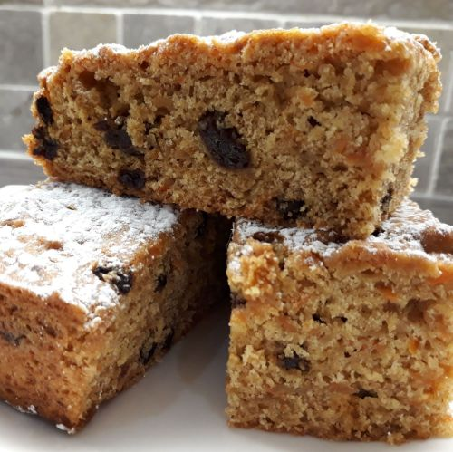 Carrot, Apple & Raisin Cake (2pcs)