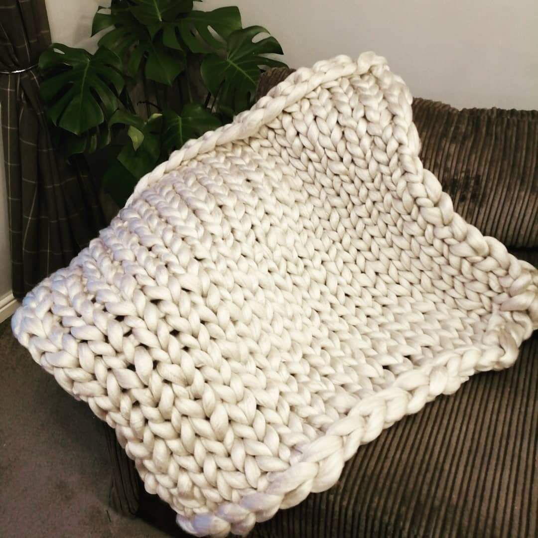 Chunky Wool Blanket - Pearl Knitted Stitch