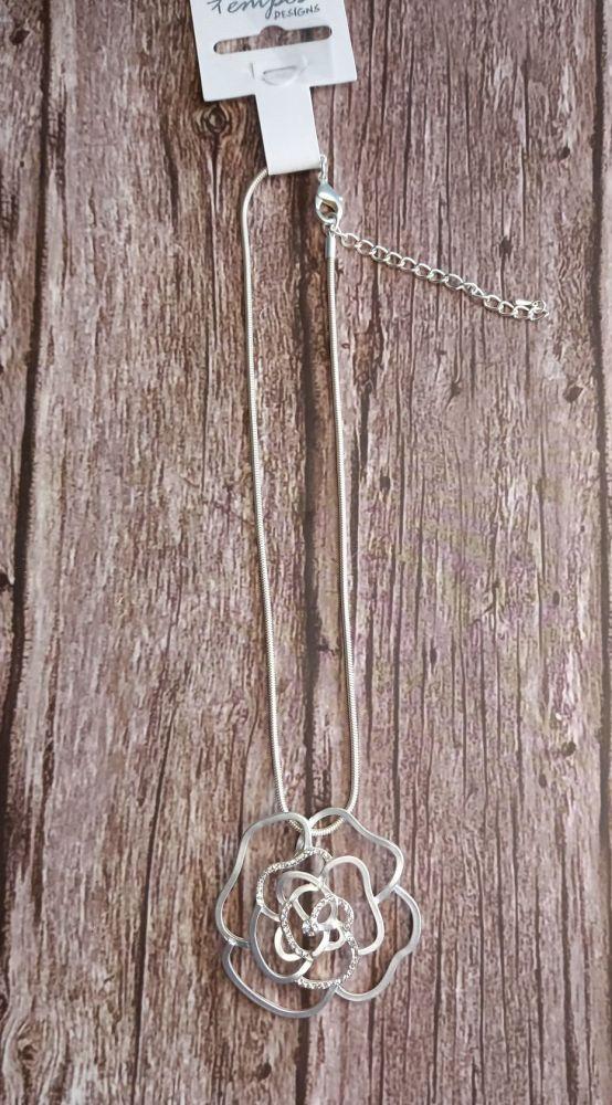 Cut Out Flower Pendant Necklace
