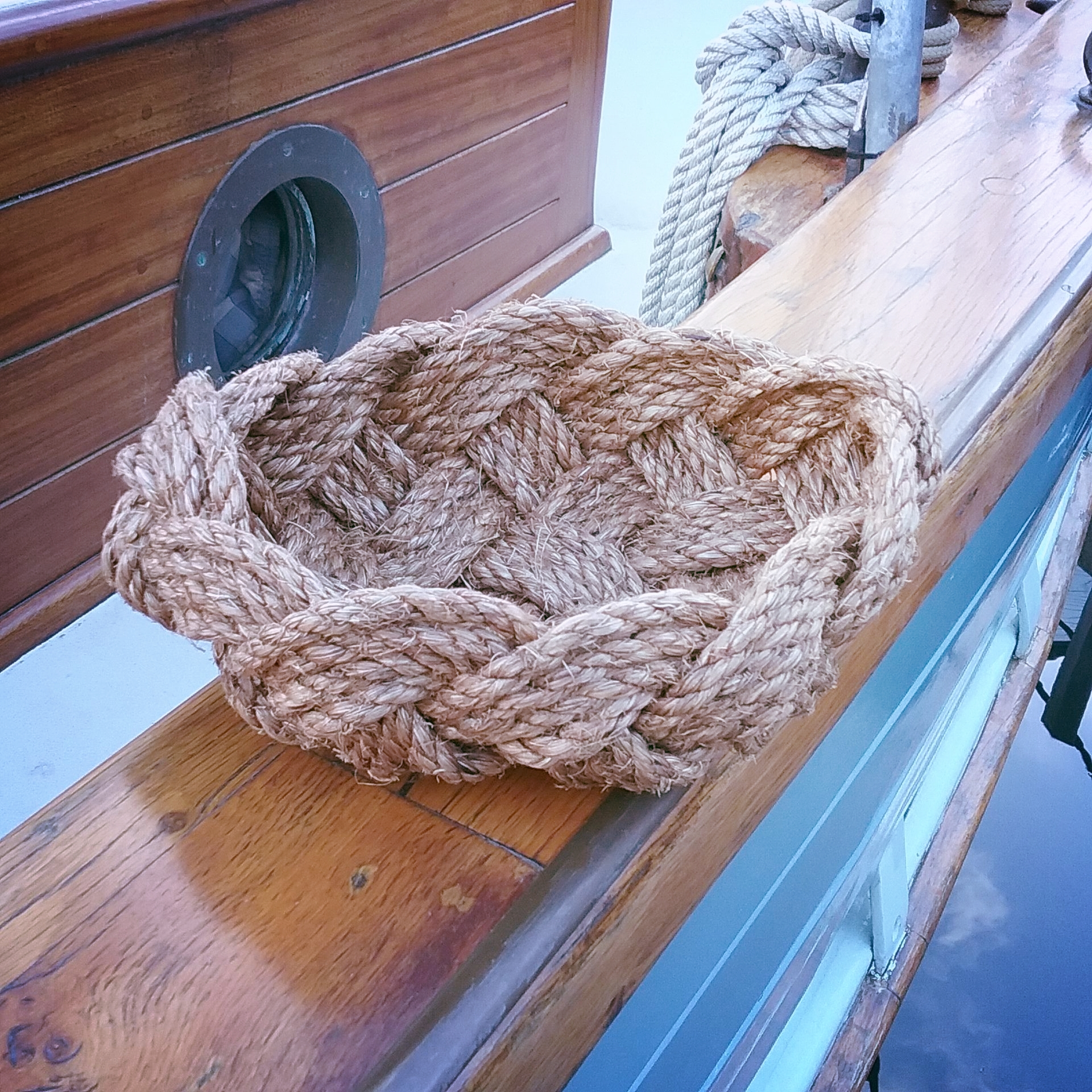 Natural and sustainable rope basket. Nautical Decor.