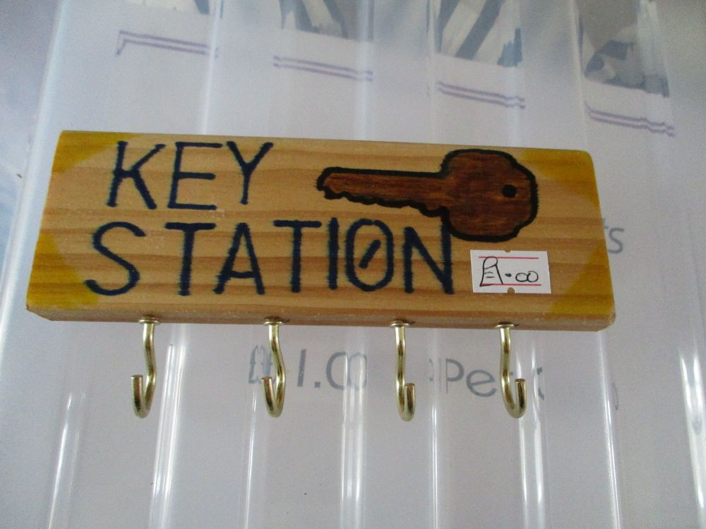 Brown Key Station - Wooden Key Caddy - Des In The Shed