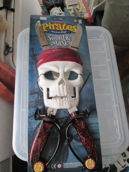Red - Pirates Plunder & Pillage Mask & Sword Set