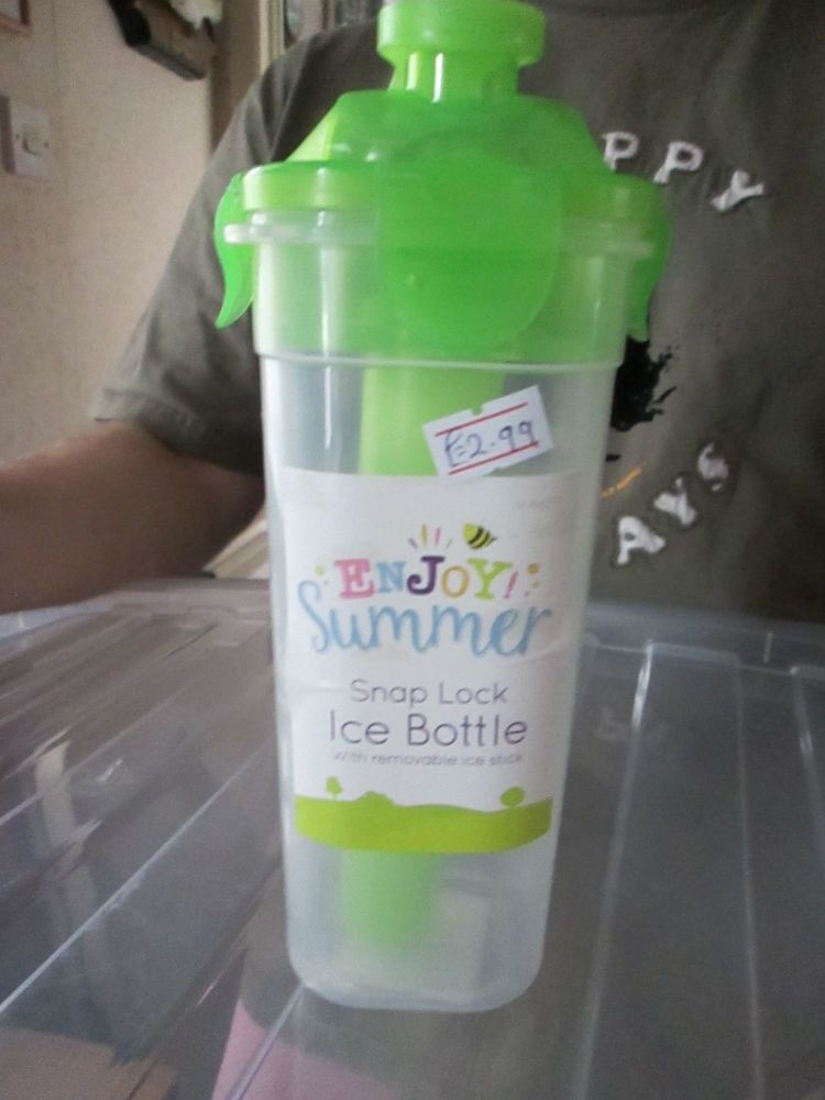 Green - Snap Lock Ice Bottle with Removable Ice Stick
