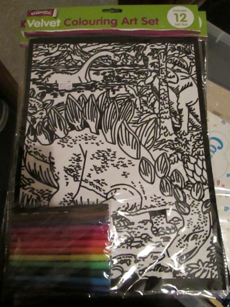 Dinosaurs - Velvet Colouring Art Set with 12 Felt Pens - Crafty Creations