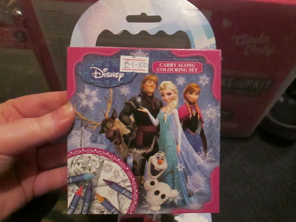 Disney Frozen - Licensed Carry Along Colouring Set