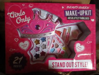 Glitters Girls Only 21pc Beauty Queen Make-Up Set