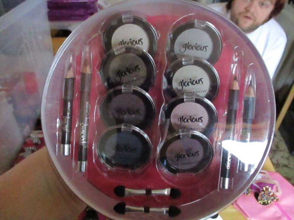 Warm Blues / Pinks / Browns / Greys - Round Eyeshadow Gift Set - Glorious