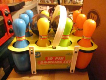 Plastic 10 Pin Bowling / Skittles Set - Its So Fun