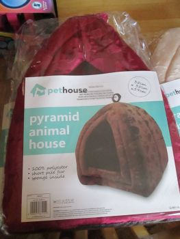 Maroon Pet House Pyramid Pop Up Animal House