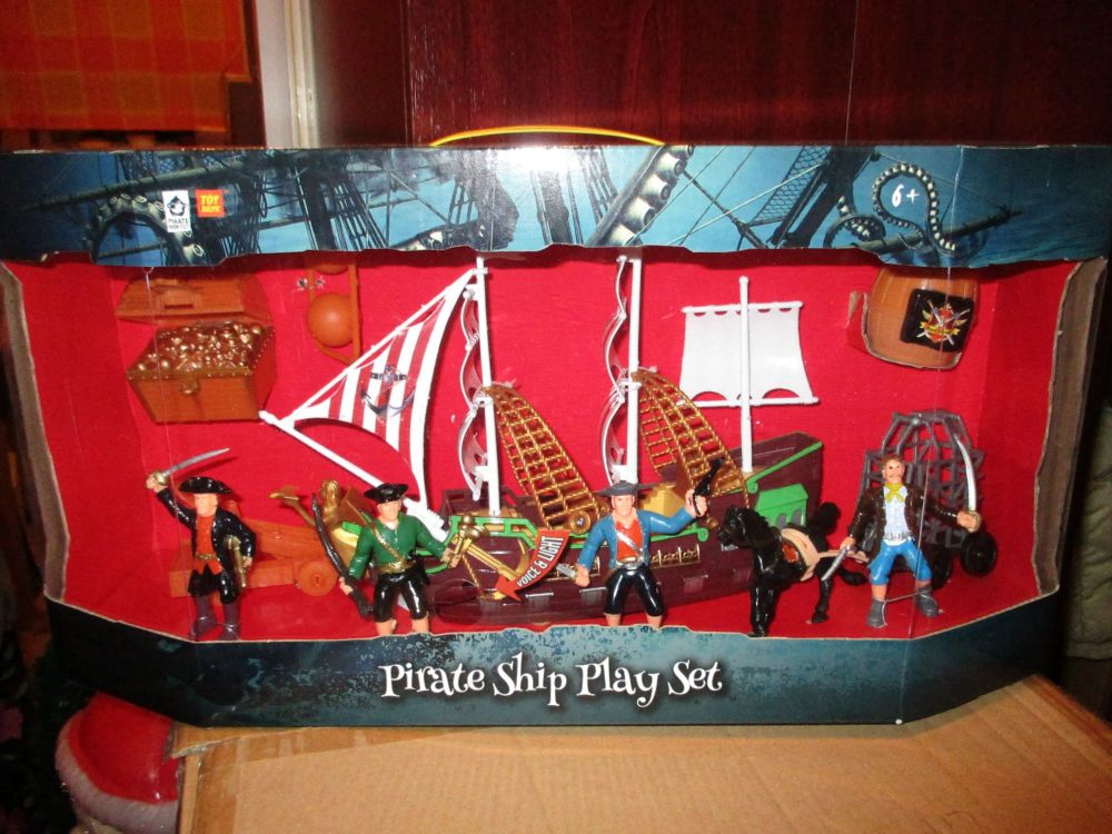 Pirate Ship Play Set - With Lights & Sounds - Pirates Plunder & Pillage