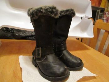 Black Matalan Size 4 Childrens Fur Lined Boots