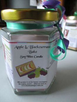Apple & Blackcurrant Bake Scented Soy Wax Candle 300g