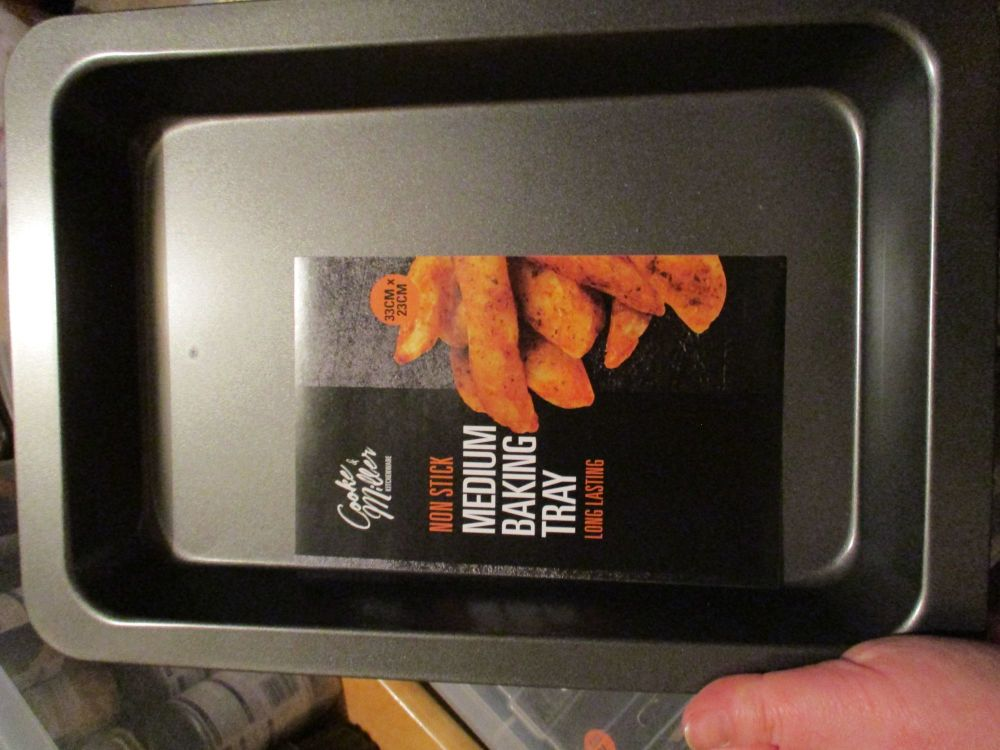 Non Stick Medium 33cm Baking Tray Long Lasting Cooke & Miller