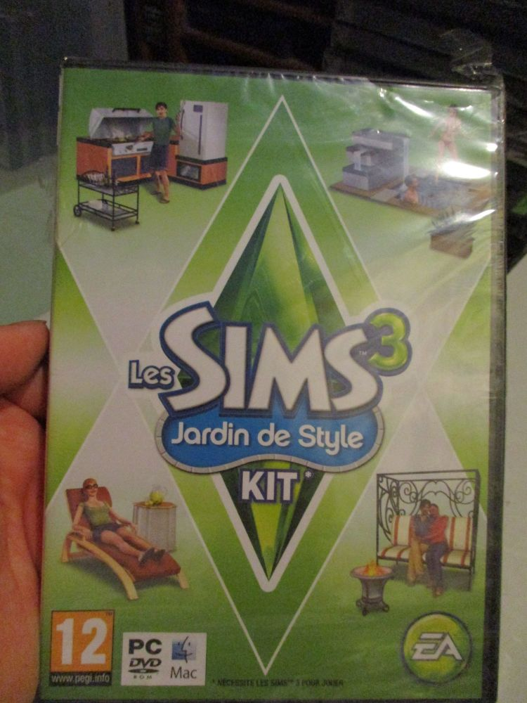 The Sims 3: Outdoor Living Stuff Pack (French) Pal PC DVD / Mac #FM0490