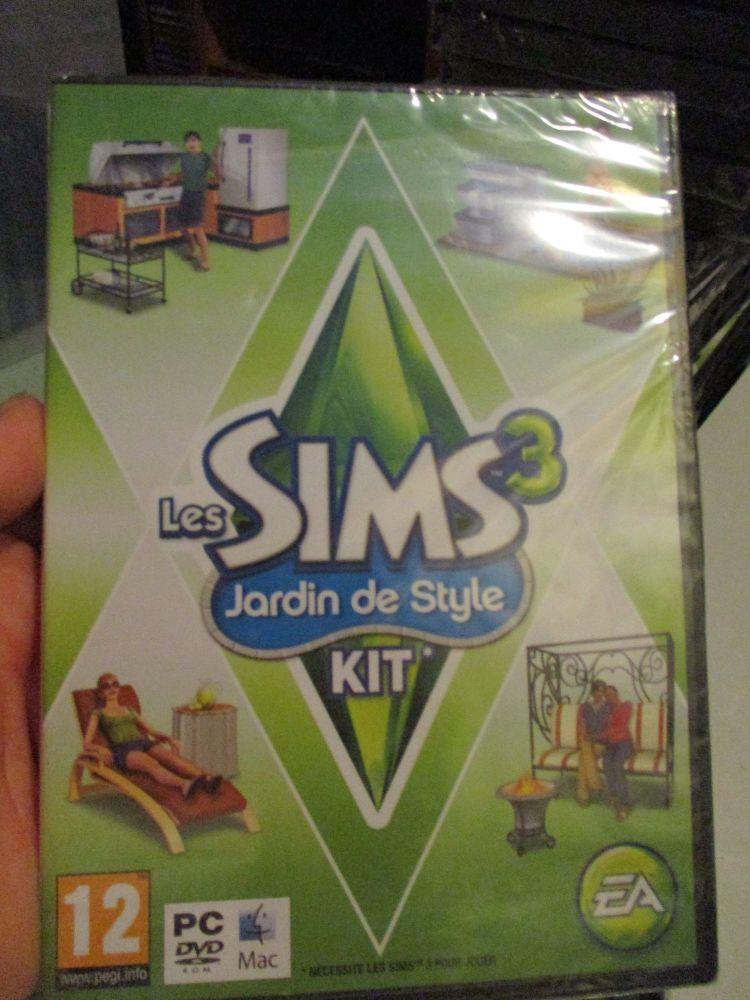 The Sims 3: Outdoor Living Stuff Pack (French) Pal PC DVD / Mac #FM0487