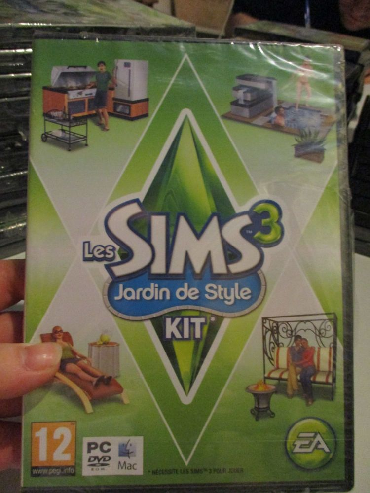 The Sims 3: Outdoor Living Stuff Pack (French) Pal PC DVD / Mac #FM0476