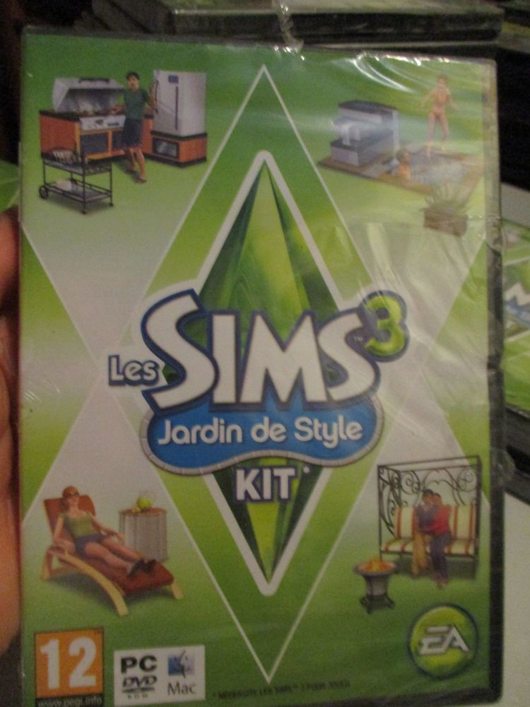 The Sims 3: Outdoor Living Stuff Pack (French) Pal PC DVD / Mac #FM0471