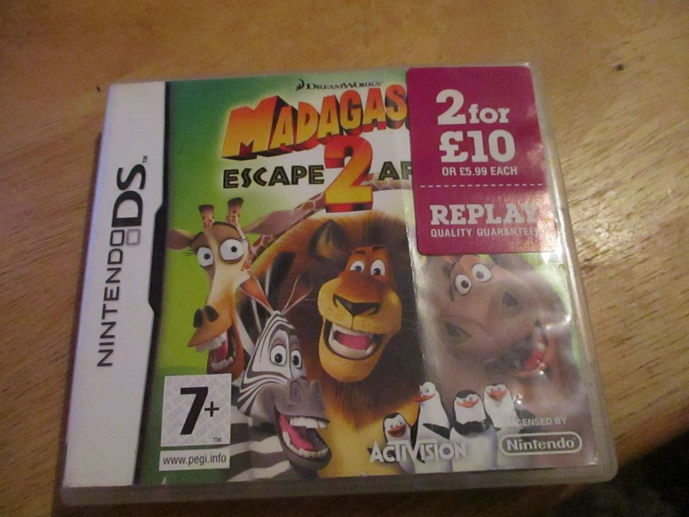 DS Madagascar escape 2 Africa. Case has dent marks to surface and has a cra