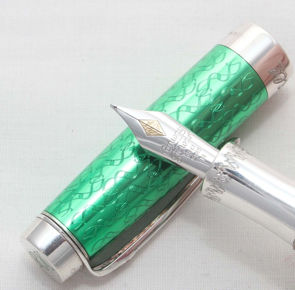 8147 Conway Stewart Rikwill Fountain Pen in Sterling Silver and Cherry. Smo