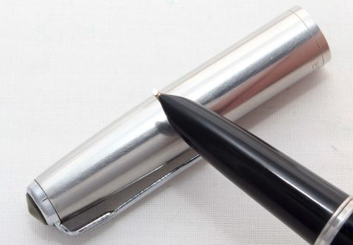 8140 Parker 51 Aerometric in Black. Smooth Broad Oblique Italic Nib.