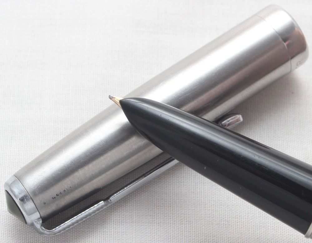 7987. Parker 51 Aerometric Demi in Classic Black with a Lustraloy Cap. Fine