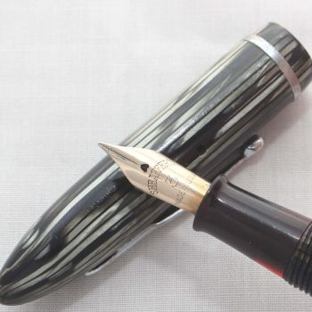 8130 Sheaffer Balance 350 Lady Fountain Pen in Striated Green and Black Marble. Fine Nib. - SOLD 07/17