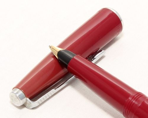 No.8220. Rare Parker Duofold Slimfold Mk4 in Burgundy, c1972. Smooth Medium