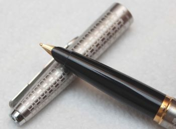 8124 Rare Parker 45 Harlequin with Grey Circlets, NEW OLD STOCK, Superb Fine Gold Plated Nib.