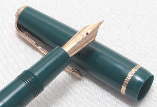 No.8013. Parker Duofold Junior Aerometric Fountain Pen in Green. c1958. Med