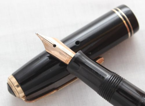 No.7868. Parker Vacumatic Slender Junior in Classic Black, Superb Fine Nib.