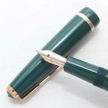6130 Parker Duofold Slimfold in Green, Smooth Medium Nib.