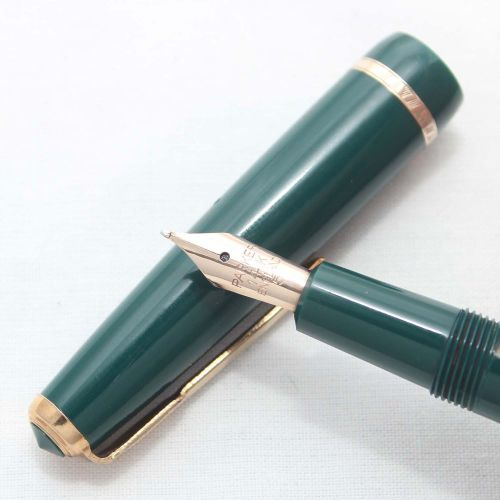 Parker Duofold Slimfold in Green, Smooth Medium Nib.