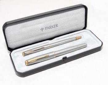8283 Parker Sonnet Flighter set. Medium FIVE STAR Nib. Mint and Boxed.