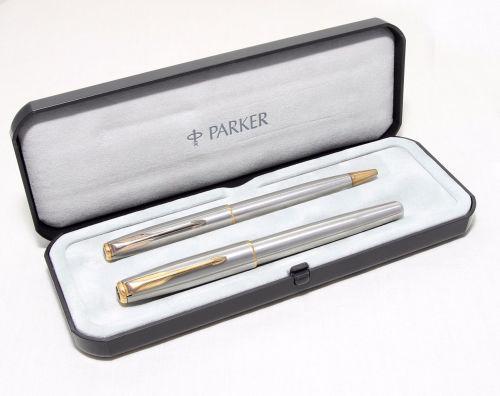 8283 Parker Sonnet Flighter set. Medium FIVE STAR Nib. Mint and Boxed.