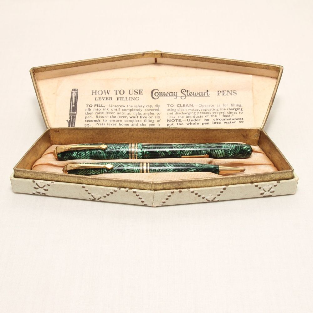 8301 Conway Stewart No.36 Fountain Pen and Propelling Pencil Set in Lined G
