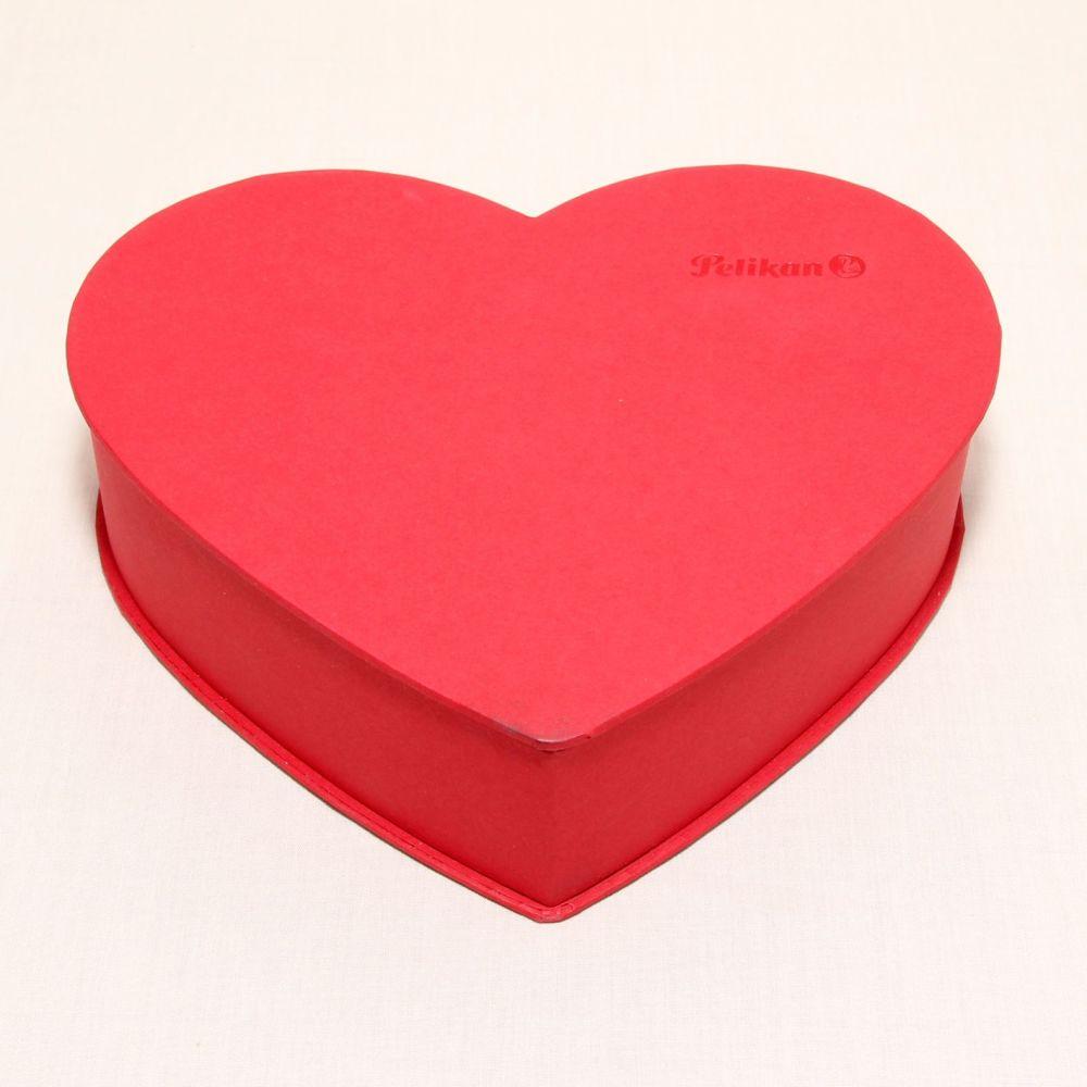 8350 Pelikan Lady Ball Pen in Heart Shaped Box. Mint.