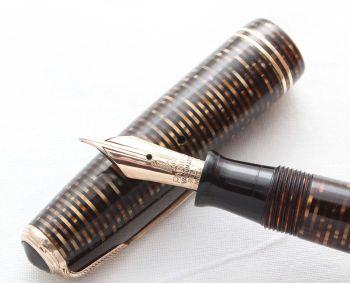 8513 Parker Vacumatic Fountain Pen in Golden Pearl, Medium FIVE STAR Nib.
