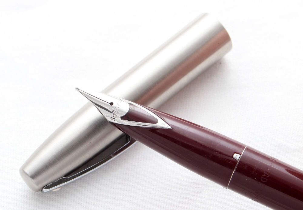 8514 Sheaffer Imperial Fountain Pen in Burgundy, Smooth Fine FIVE STAR Nib.