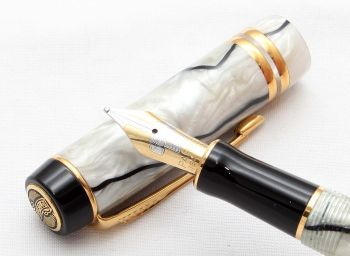 8542 Parker Duofold International Fountain Pen in Pearl and Black Marble, Medium FIVE STAR Nib. Mint and Boxed.