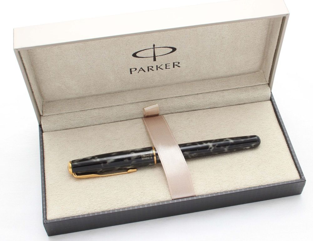 8556 Parker Sonnet in Lacque Moonbeam. 18ct Broad Nib. Mint and Boxed.