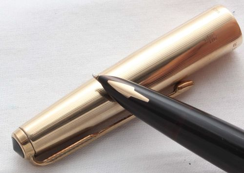 8557 Parker 61 Custom in Rolled Gold. Smooth Medium FIVE STAR Nib.