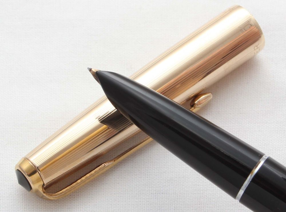 8569. Parker 51 Aerometric in Classic Black with a Rolled Gold Cap, Smooth