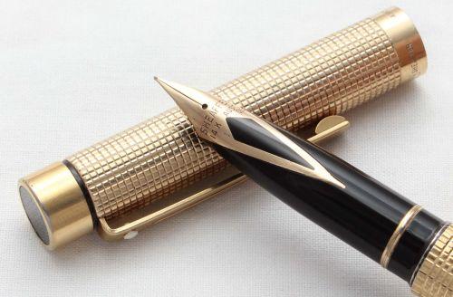 8574 Sheaffer Targa 1011 Gold Filled Fountain Pen. Fine FIVE STAR nib.
