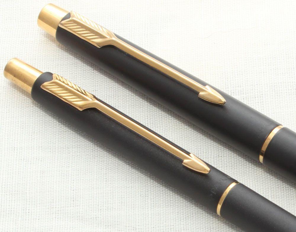 8671 Parker Classic Fountain Pen Set in Matt Black with gold filled trim. M