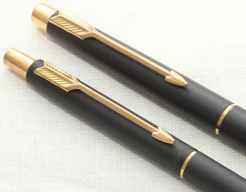 8671 Parker Classic Fountain Pen Set in Matt Black with gold filled trim. Medium Nib.