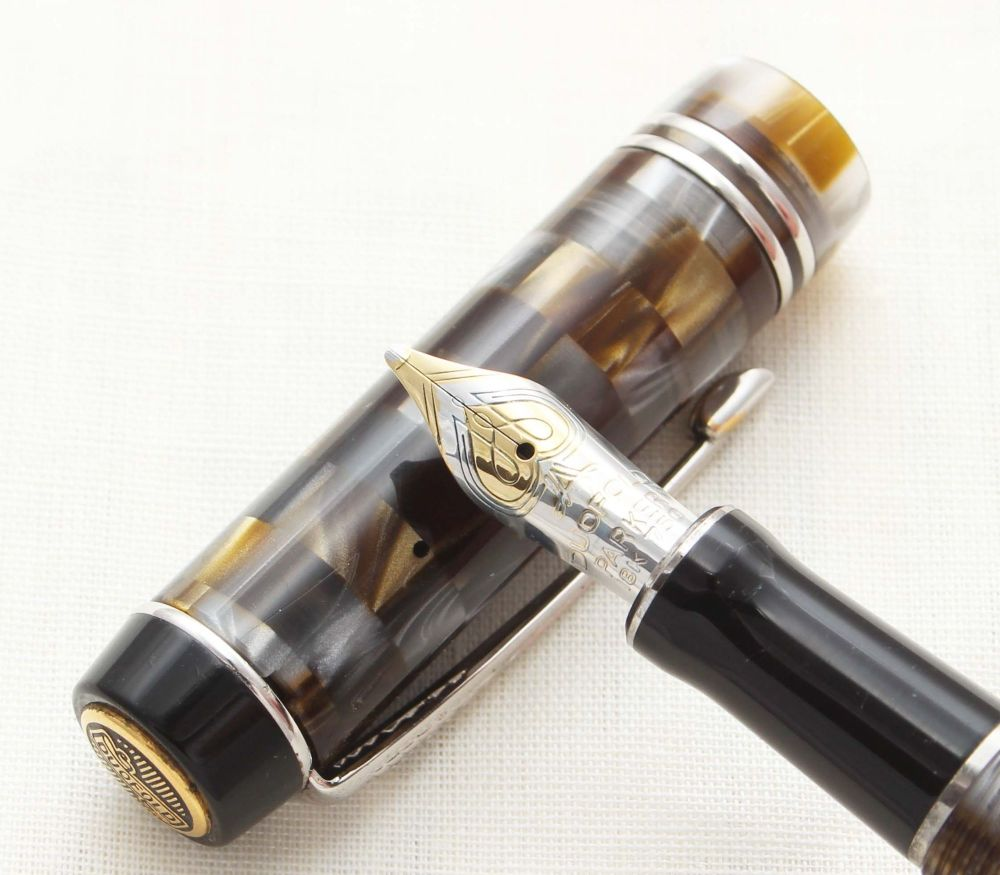 8710 Parker Duofold International Mini Fountain Pen in Black and green Mosa