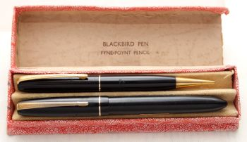 8767 Mabie Todd Blackbird Fountain Pen and Propelling Pencil Set in Black. Medium Nib. Mint and Boxed.